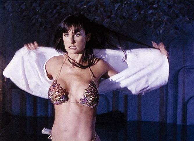 Holt se zase jednou ukázalo, že prsa ani pěkný zadek film nezachrání, promiň Demi.