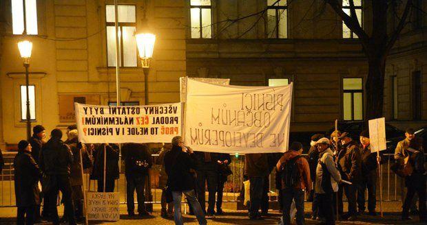 Protest 23. listopadu před Úřadem vlády