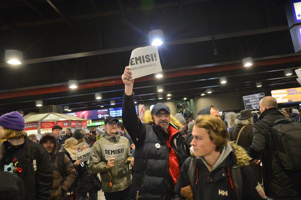 Prosincová demonstrace Milionu chvilek proti Andreji babišovi na Václavském náměstí a Hlavním nádraží