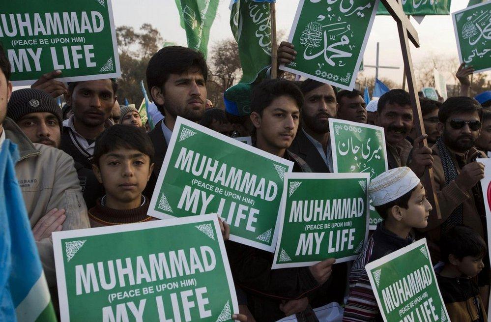 Demonstrace proti francouzskému časopisu Charlie Hebdo v pákistánském islamabádu