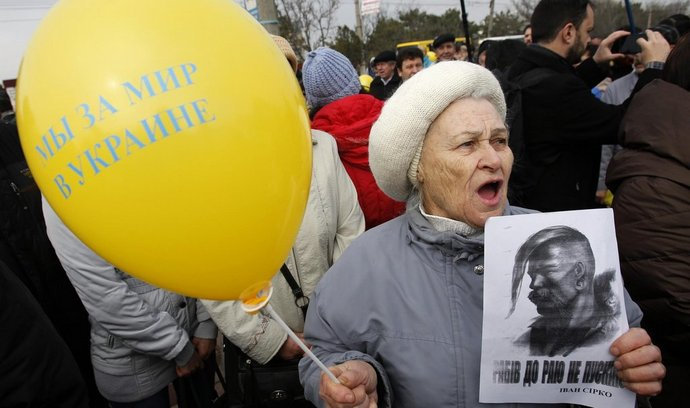 Demonstrace proti rozpadu Ukrajiny v krymském Simferopolu