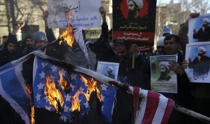 Demonstrace v Teheránu před saúdským velvyslanectvím