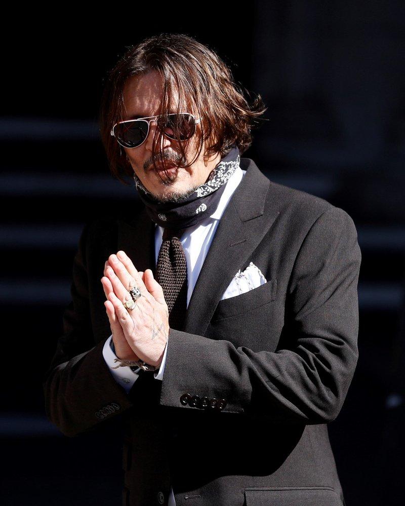 Johnny Depp a Amber Heard přicházejí k londýnskému soudu