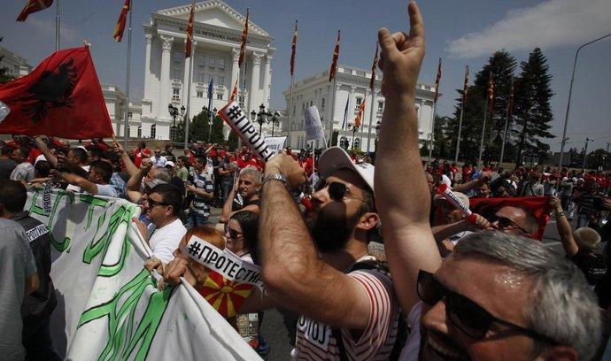 Desetitisíce lidí ve Skopje požadovaly demisi vlády