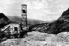 Děs na přehradě Desná. Před 105 lety ssebou brala velká voda lidi, zvířata i chalupy
