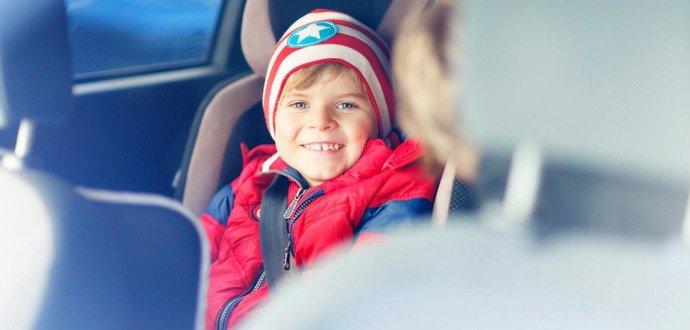 Skoncujte s nudou v autě, tyhle hry budou děti bavit