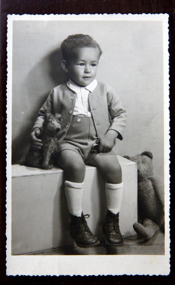 Robert Bešta jako malý; v Plzni byly prý v 50. letech jen další dvě děti tmavé stejně jako on