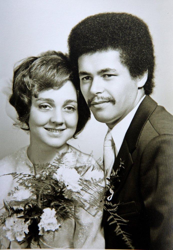 Robert Bešta na svatební fotce se svou druhou manželkou. Dnes má tři děti a sedm vnoučat.