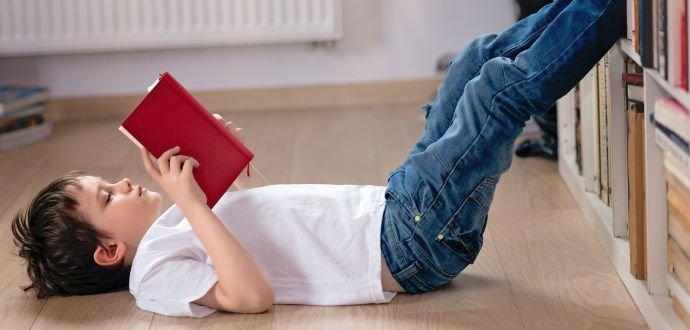 Příručka malého knihomola: 7 osvědčených tipů, jak děti přimět ke čtení