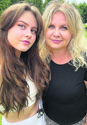 Diana s dcerou Terezou, která její knihy ilustrovala. Pumpička u pasu není běžně vidět.