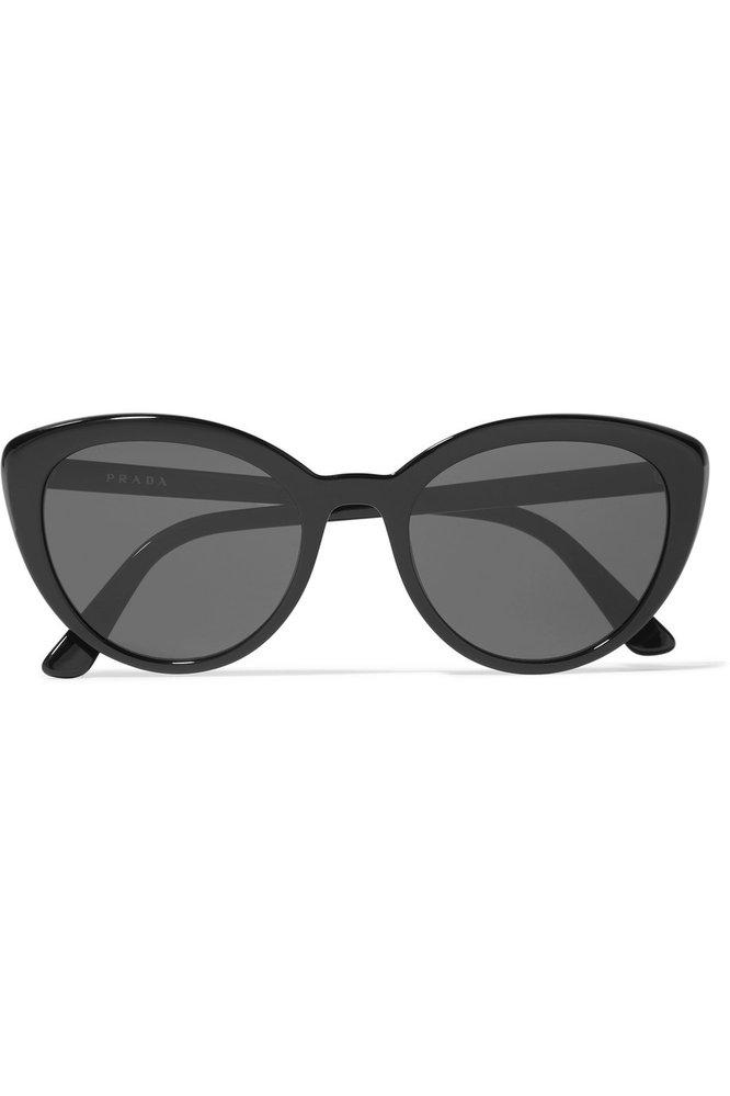 Sluneční brýle, Prada, 215 eur, prodává Net-a-Porter.com
