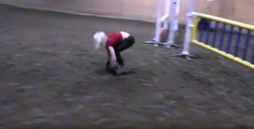 Anna skáče jako kůň.