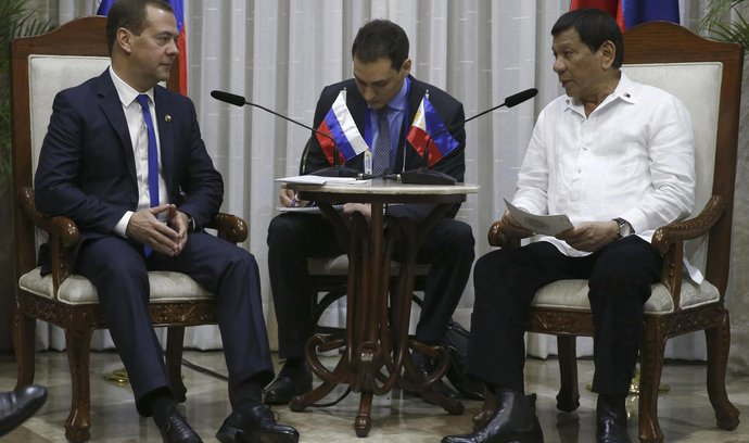 Dmitrij Medveděv s filipínským prezidentem Rodrigem Dutertem