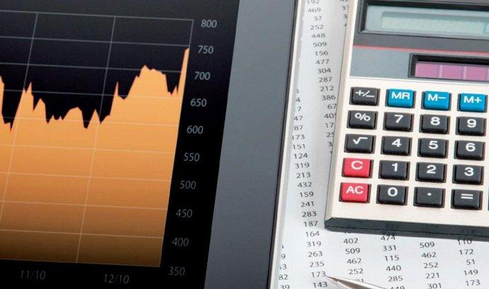 Dneska už nepotřebujete tužku a kalkulačku, srovnávače vyhodnotí nejvýhodnější nabídky za vás
