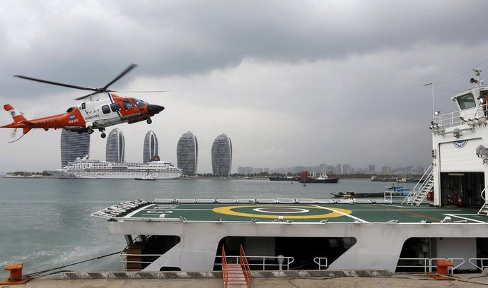 Do patrání po zmizelém malajsijského letounu se zapojilo několik zemí. Na snímku čínský záchranný vrtulník.