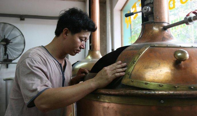Do Vietnamu se například dováží český zlatavý mok, ale i na místě vyrábí. Česká desítka a dvanáctka se musela ale přizpůsobit tamním podmínkám a vyrábí se tak lehčí šestka.