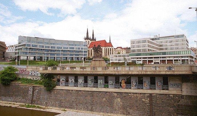 Kdysi největší kancelářská budova v Praze, kde sídlí i Orco
