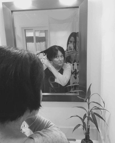 Shannen Doherty si oholila kvůli rakovině vlasy.