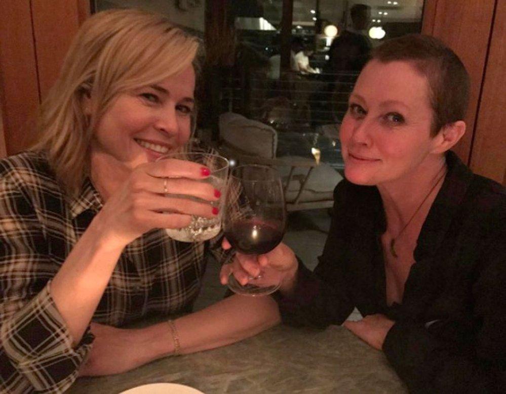 Shannen Doherty s kamarádkou na víně.