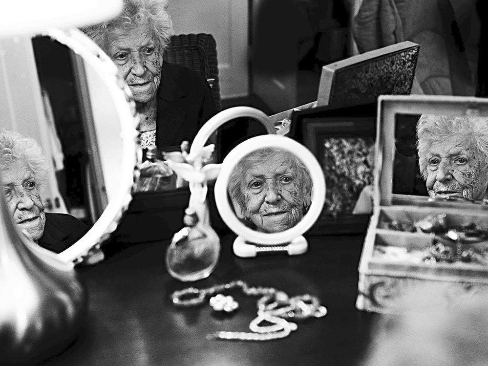 """""""V mládí jsem měla dlouhé vlasy, krásné nohy a křivky. Mladé ženy se dnes snaží být co nejštíhlejší, ale opravdová krása je ta přirozená. Jsme jaké jsme, a na tom záleží.""""  Anne-Marie Pronovost, zemřela v roce 2016 ve věku 100 let"""