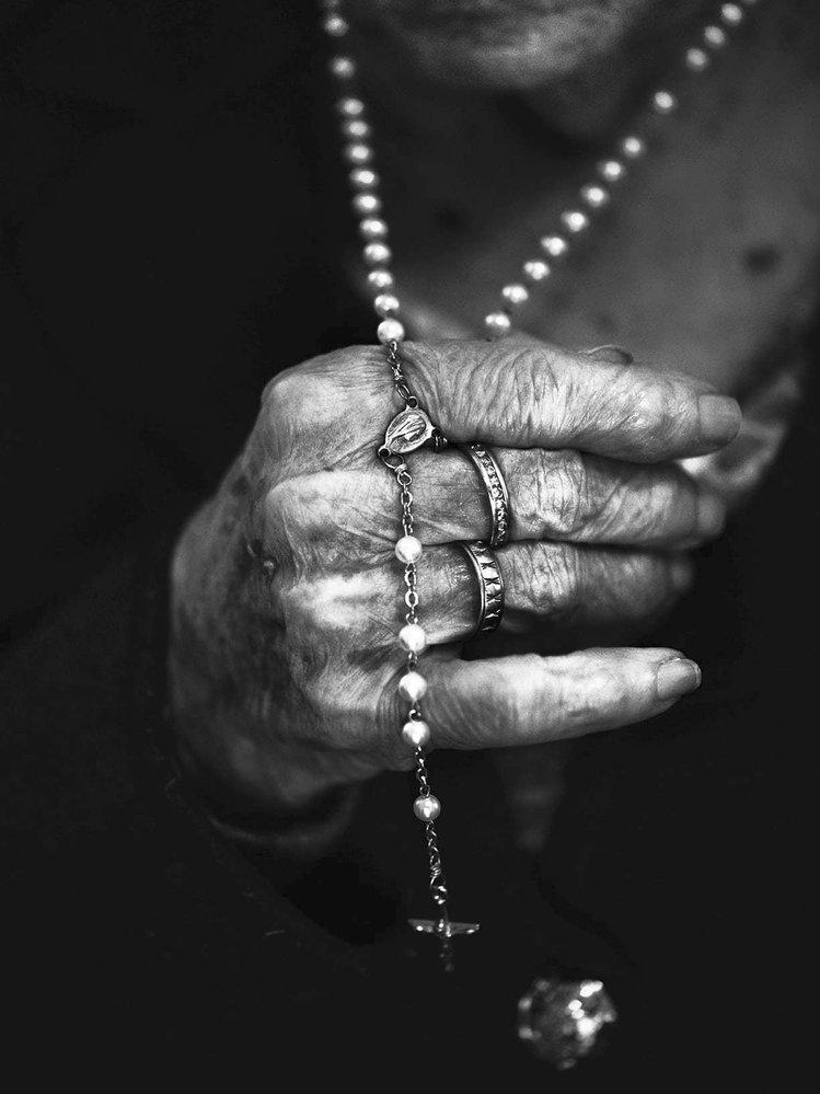 """""""Zamlada jsem si nemohla dovolit být povrchní. Byli jsme chudí, takže jsem se musela starat o domácnost. Neměli jsme ani elektřinu. Nebyl čas přemýšlet o kráse."""" Solange Racine, 101 let, Granby, 2016"""