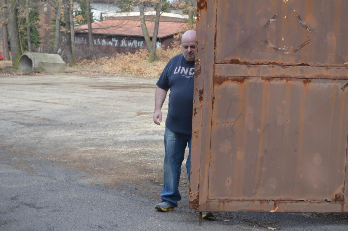 Jednatel domova Pavel Fousek krátce poté, co napadl redaktorku Aha!
