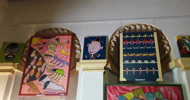 Výstava obrazů klientů Domova Sulická, který se stará o lidi s mentálním postižením.