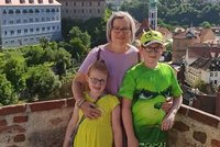 Učitelka Maruška (50) zůstala na tři děti sama, manžel si vzal život! Kvůli dluhům za sázky