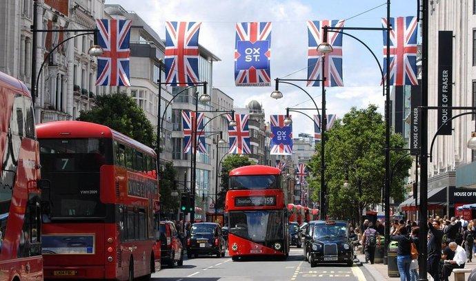 Dopravní špička na londýnské Oxford Street