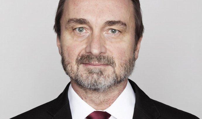 Dosavadní senátor za Rychnov nad Kněžnou Miroslav Antl z ČSSD (na snímku z 23. listopadu 2010) bude mít šanci křeslo v horní komoře obhájit. Postoupí do druhého kola voleb.