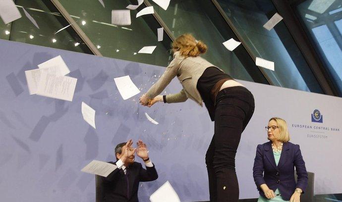 Draghi pod útokem aktivistky