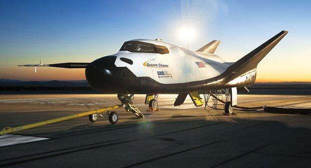 Americký Drak poletí do vesmíru: Je libo raketoplán či raději vesmírnou loď?