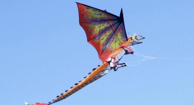 Zápolící draci: Divoká nebeská řežba v Indii