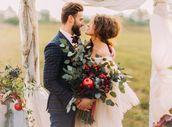 Drobné kvítí i odvážné barvy: Jak si vybrat kytici na podzimní svatbu?