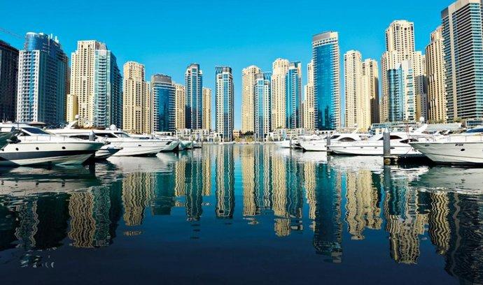 Dubai Marina – moderní přístaviště a jeden z největších developerských projektů v Dubaji. Svůj domov tu má najít přes 120 000 lidí