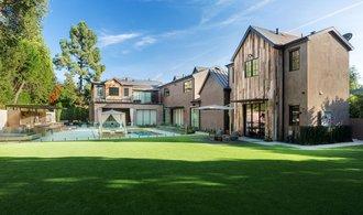 OBRAZEM: Kelly Clarkson prodala dům za 180 milionů. Prodělala podobně jako další celebrity