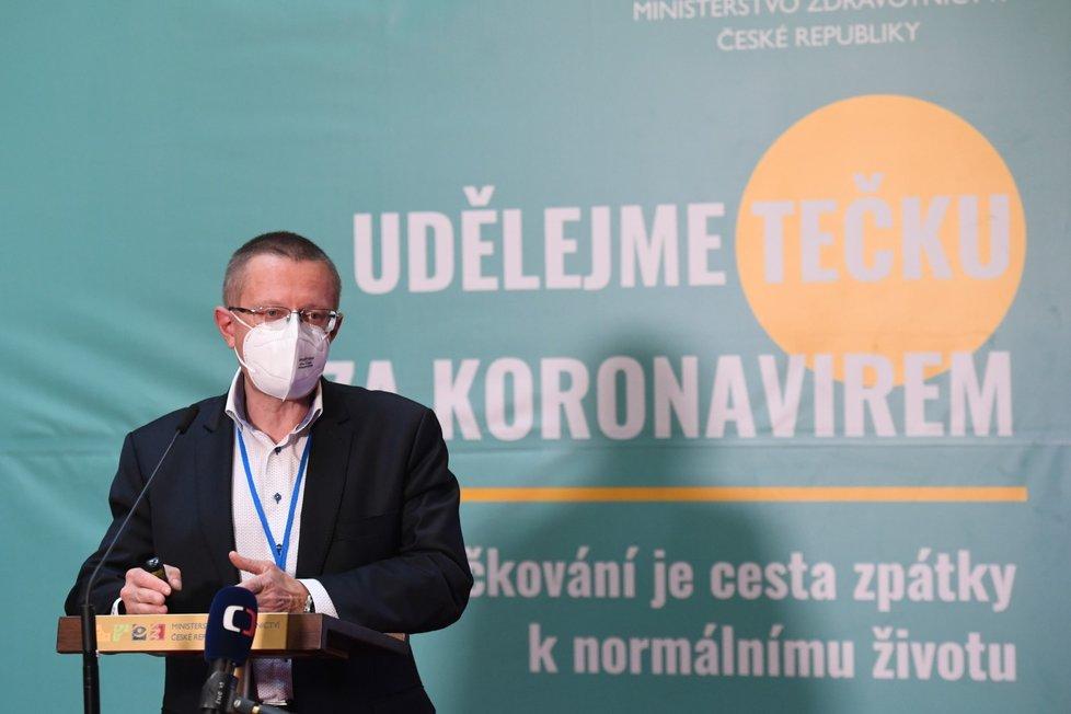 Šéf statistiků Ladislav Dušek na tiskové konferenci k aktuální epidemiologické situaci (15.10.2021)