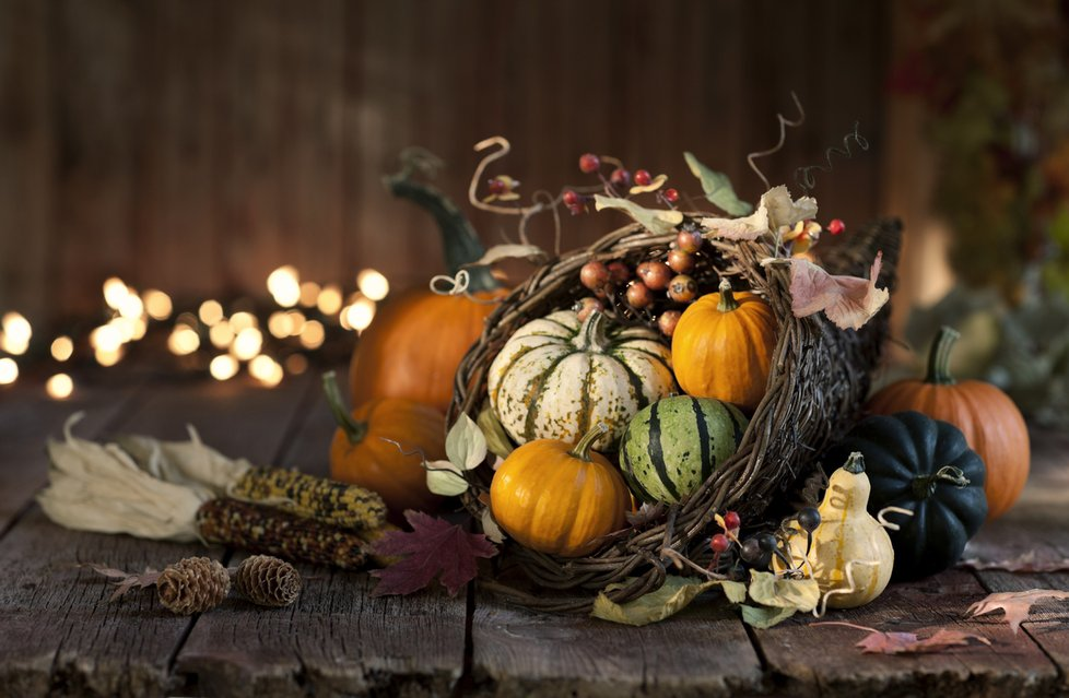 Dýňové aranžmá hravě zvládnete. Stačí posbírat v přírodě další podzimní plody.