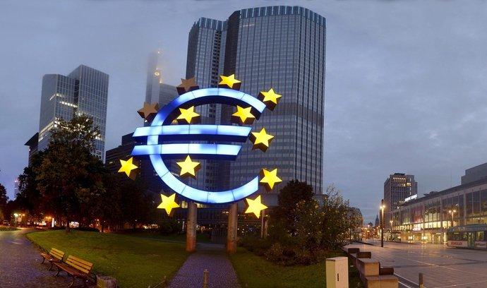Podle ekonomů jsou relativně vysoké poplatky daní za měnovou politiku ECB.