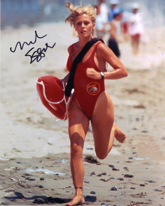 Červen 1993  52 kilogramů  Jako Summer Quinn v Pobřežní hlídce.