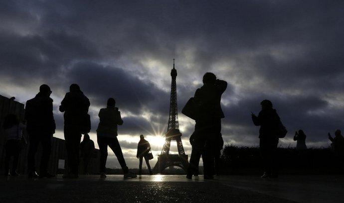 Eiffelova věž zůstává po teroristických útocích uzavřená