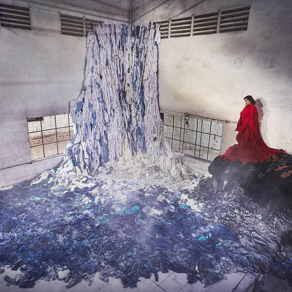 Jako materiál k vytvoření instalací používá Wong objekty z každodenního života. Jeho cílem je navést lidi k přemýšlení dopadech konzumu na životní prostředí