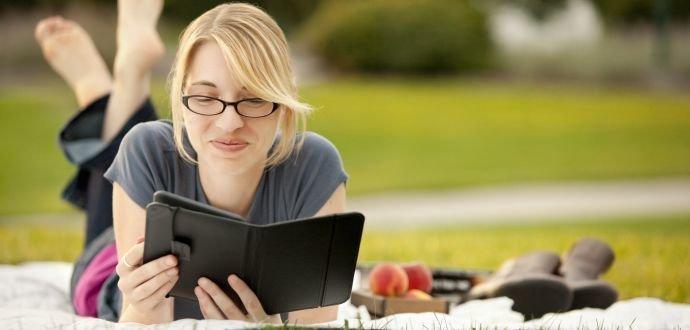 Sbalte si knihovnu do tašky: jak správně vybrat čtečku knih