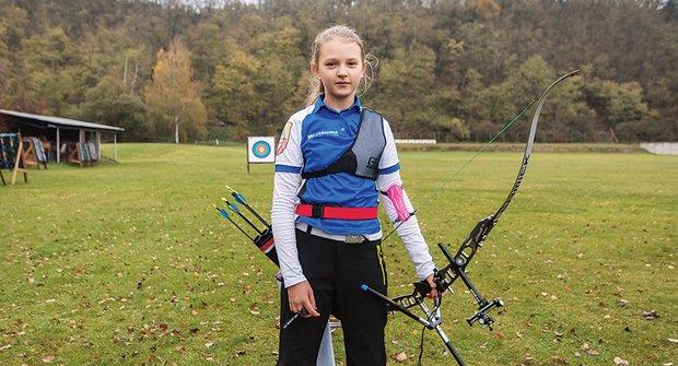 Zlatý oříšek: Eliška střílí z luku jako Robin Hood