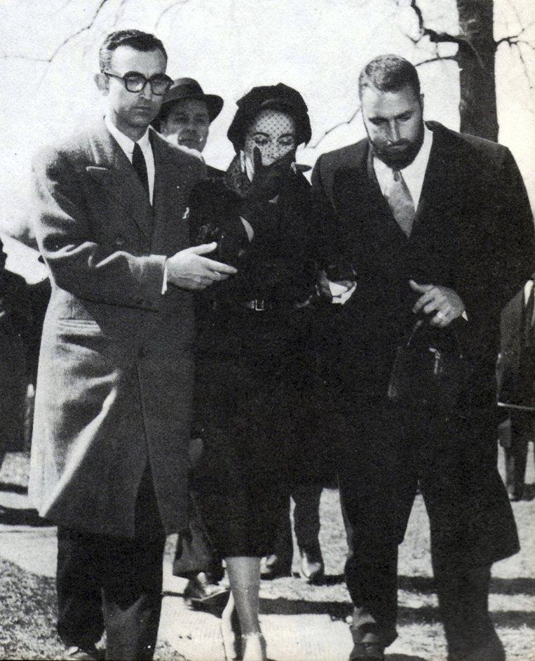 1958 - Na pohřbu manžela Michaela Todda