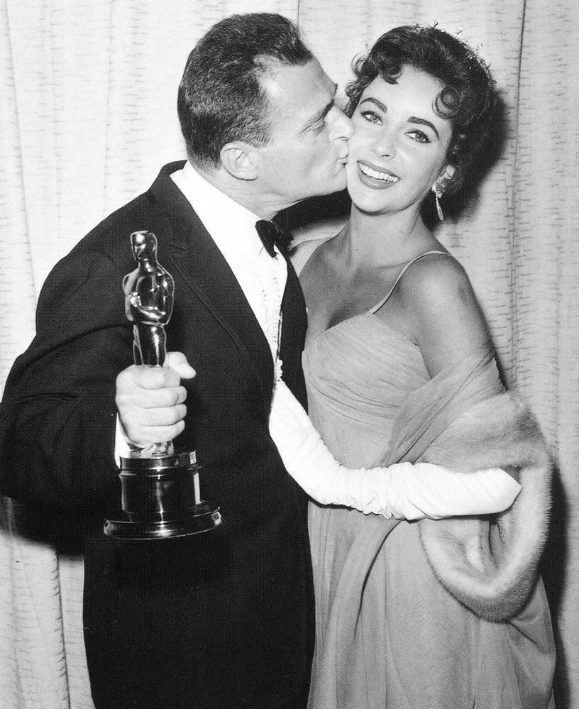 1957 - S manželem Michaelem Toddem, který právě získal Oscara za Cestu kolem světy za 80 dní