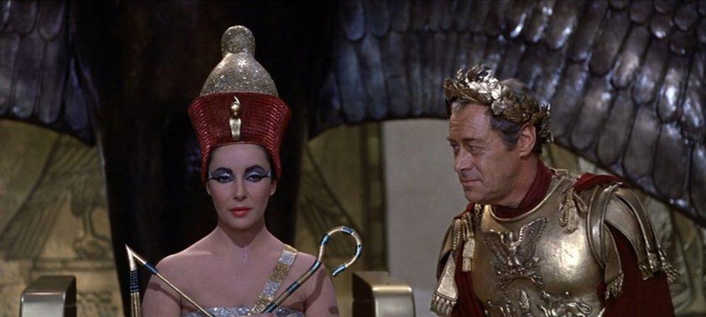 Elizabeth Taylor jako Cleopatra, Rex Harrisson jako Caesar, rok 1963
