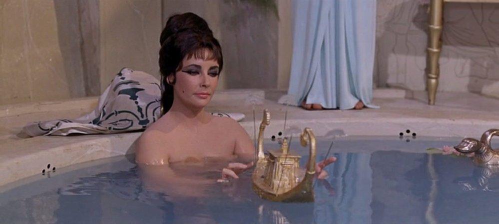 Elizabeth Taylor jako Cleopatra, rok 1963