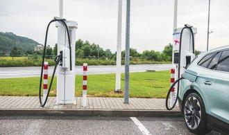 Rozhodující dva roky pro autoland: elektromobily nastupují, i český průmysl se musí změnit