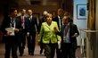 Angela Merkelová přichází na summit EU.